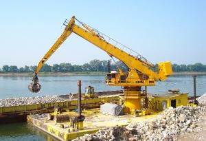 handling on barge/ Manutention sur barge